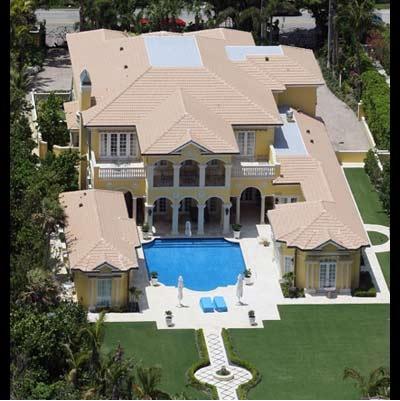 3) Avril Lavigne Italian-style villa in Beverly Hills